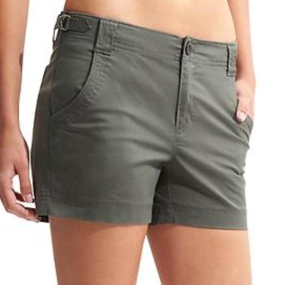Athleta Pants - Athleta organic cotton shortie in jasper green